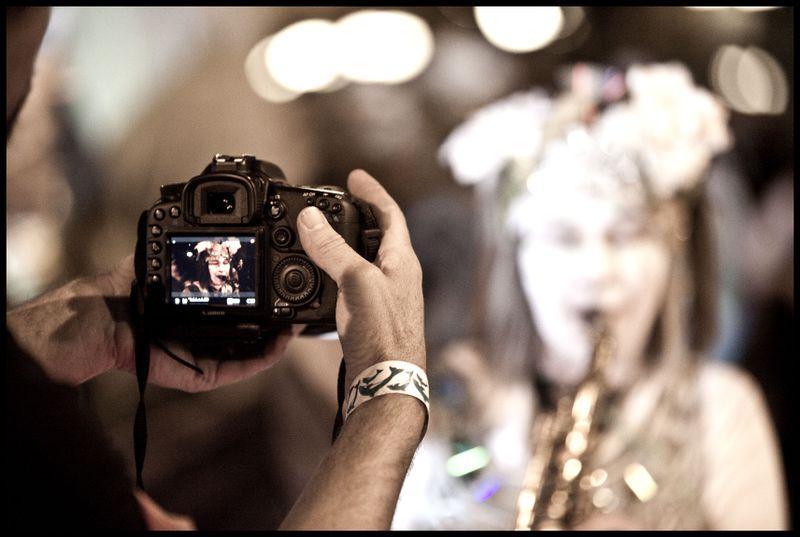 Jeff-Smith-Filming-A-Sax-Pl