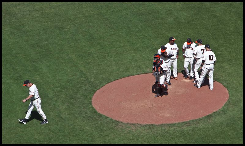 Bochy-Leaves-The-Mound-#2